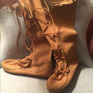 Boho Minnetonka suede boots size 8
